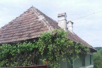 Casa cu 1350 mp teren La Poenita.