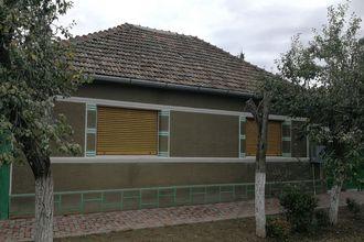 Casa in Iermata Neagra, comuna Zerind pe strada principala