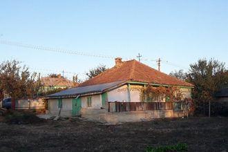 Casa de vanzare - Trusesti 900 mp intravilan