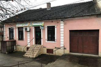 Vand casa de locuit cu spatii comerciale langa Manastirea Maria Radna Lipov