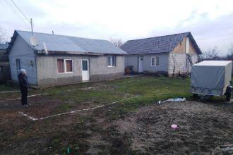 2 case in curte Vadu Pasii, Buzau